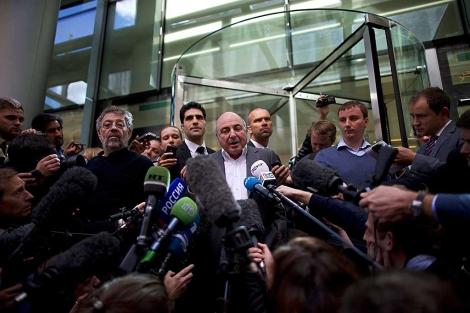 Boris Berezovski, tras un juicio contra su ex socio Roman Abramovich en Londres.   Afp