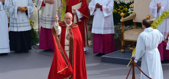 El Papa en la apertura de los ritos de Semana Santa. | Afp