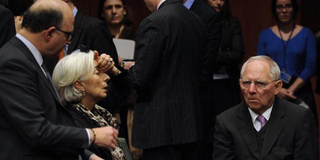 Pierre Moscovici, Christine Lagarde y Wolfgang Shaeuble reunidos este domingo en Bruselas. | Afp