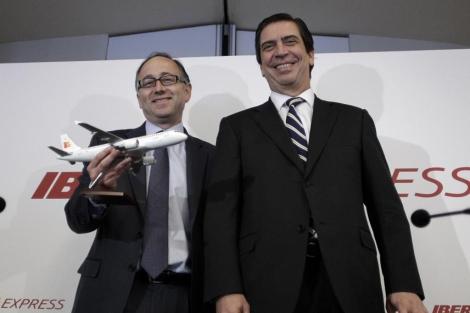 Rafael Sánchez Lozano (d) y Luis Gallego en la presentación de Iberia Express.   Alberto di Lolli