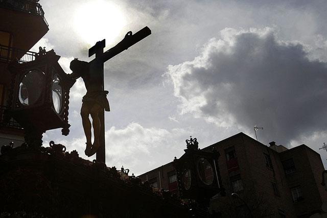 Contraluz del Cristo de la Fundación de Los Negritos, minutos después de su salida.   E. Lobato
