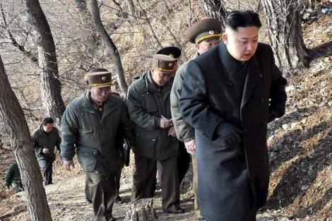 Kim Jong-un, durante las maniobras militares del ejército norcoreano.   KCNA VIA KNS / AFP