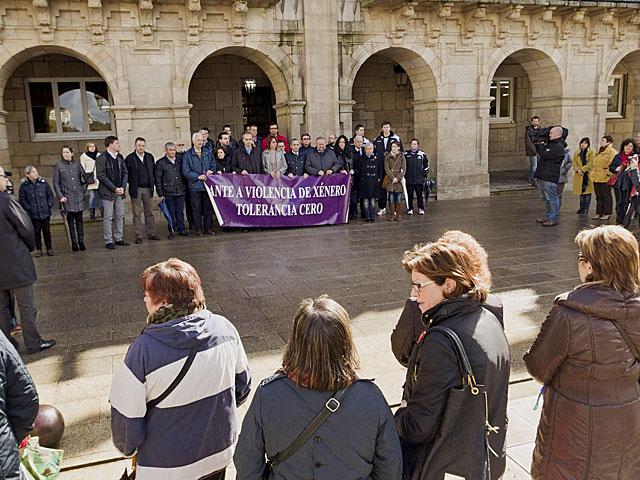 Concentración en el Ayuntamiento de Lugo en repulsa por el asesinato de Helena Dumitru.   Eliseo Trigo / Efe