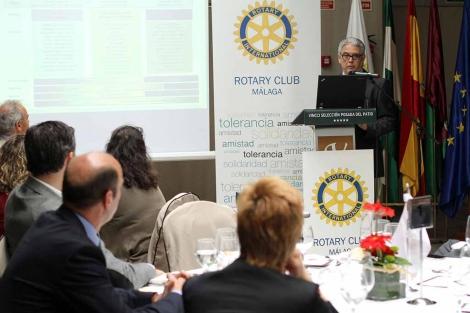 El cirujano Miguel Such en el almuerzo del Rotary Club de Málaga.   C. Díaz