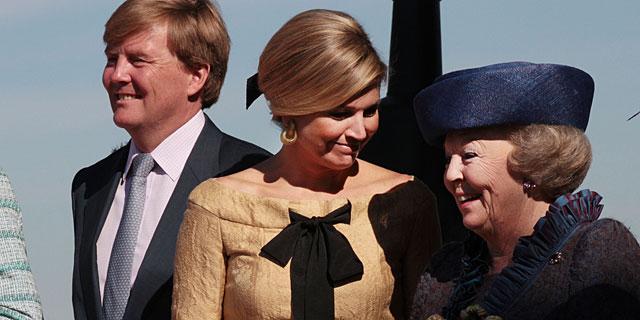 El príncipe Guillermo, Máxima y la Reina Beatríz durante el Día de la Reina en Rhenen. | Gtres