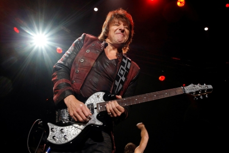 Richie Sambora, durante un concierto de Bon Jovi en Madrid.   Diego Sinova