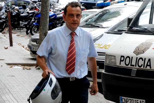 El fiscal Pedro Horrach en las inmediaciones de los juzgados de Palma.   Efe
