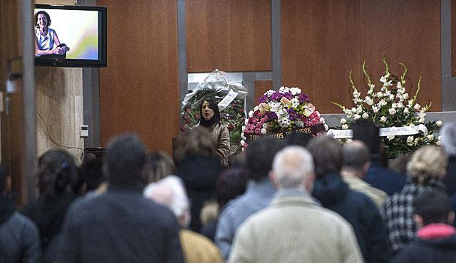 La hija de Mariví Bilbao se dirije a los asistentes al acto de recuerdo de la actriz.  Efe