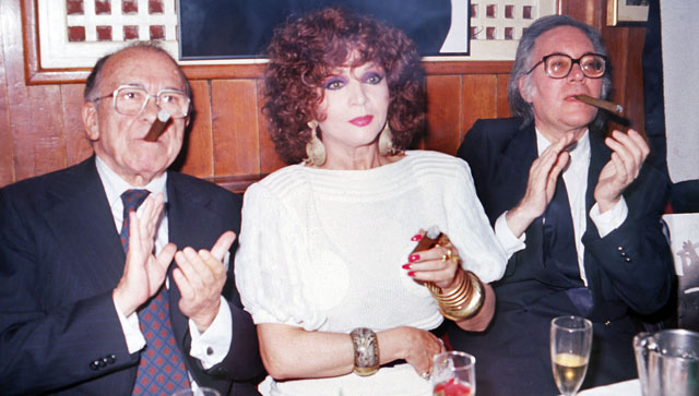 Sara Montiel, con Francisco Umbral y Santiago Carrillo en 1988