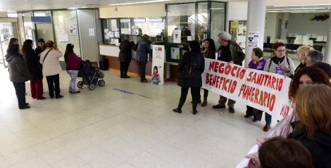 Protesta en el centro de salud Federica Montseny. | Bernardo Díaz