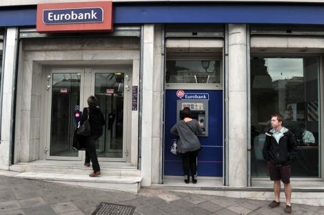 Una sucursal de Eurobank en Atenas. | Afp