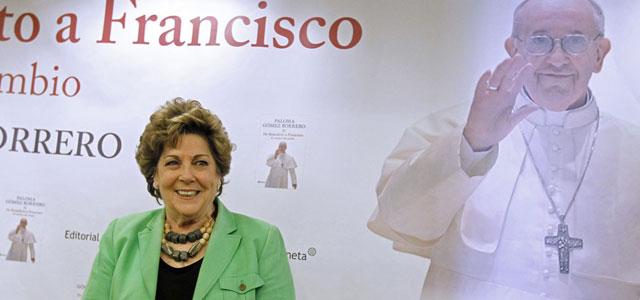 La vaticanista Paloma Gómez Borrero en la presentación de su nuevo libro en Madrid. | Efe