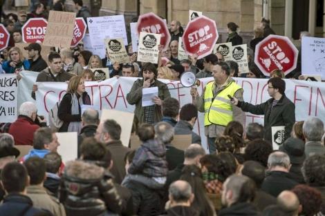 Manifestación en contra de los desahucios y a favor de la dación en pago.   Efe