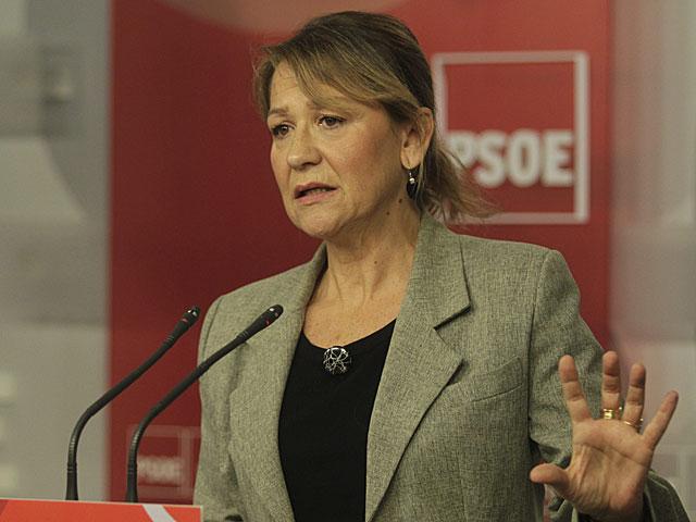 La secretaria de Economía y Empleo del PSOE, Inmaculada R. Piñero, comparece en la sede del partido en Ferraz.   Paco Toledo