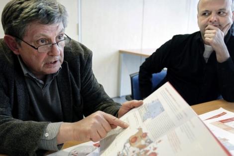 El historiador Victor Hurtado y el documentalista Jordi Barra. | Efe