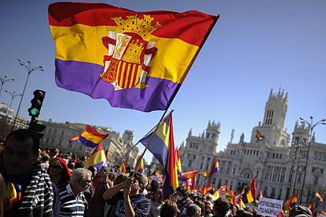 Paso de la manifestación por la plaza de Cibeles. | Pedro Armestre / Afp