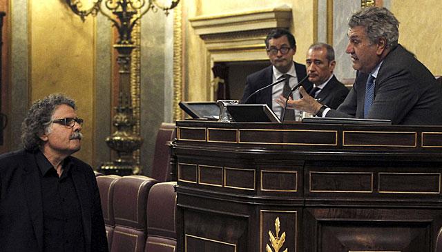 Jesús Posada (d), y el diputado Joan Tardà (ERC), el pasado jueves cuando fue la expulsión por insistir en usar el catalán. | Efe