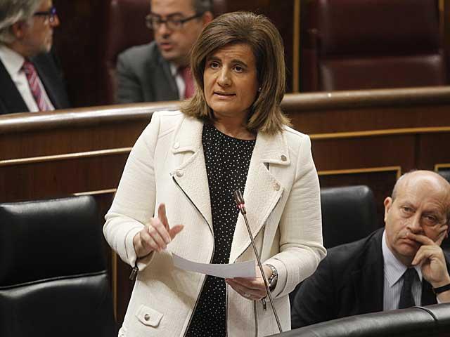 La ministra Fátima Báñez, durante su intervención en el Congreso. | José Aymá