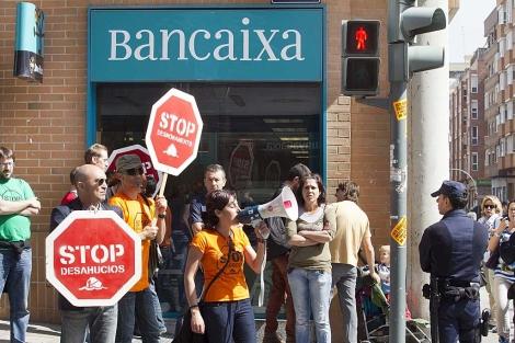 Protesta contra los desahucios en Valencia. | Foto: Benito Pajares