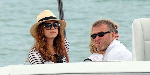Roman Abramovich y Dasha Zhukova en 2010 en Saint Tropez. | Gtres