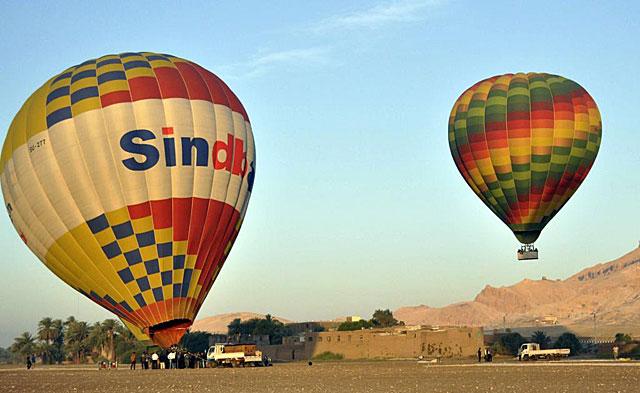 Globos en Luxor, hoy. | Afp