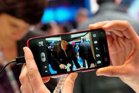 Un teléfono móvil en un Congreso tecnológico.| Efe