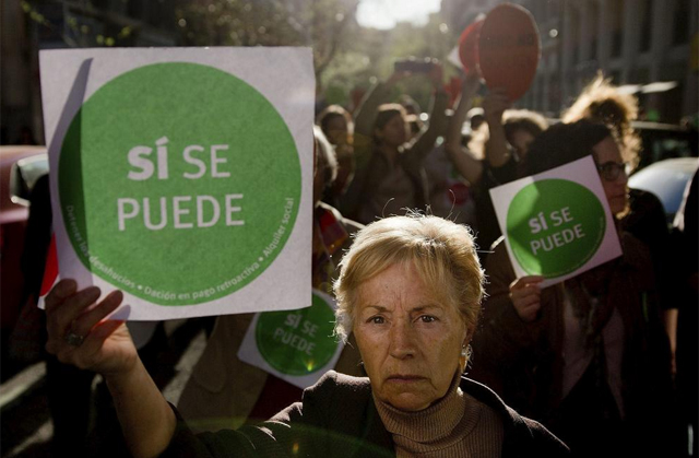 Escrache frente a la casa del ministro Cristóbal Montoro. | Gonzalo Arroyo