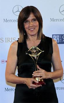 Ana Blanco, con su Premio Iris. | Efe