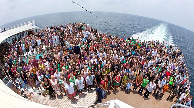 Emprenedores, mentores y 600 estudiantes en el 'Unreasonable at Sea'.| Unreasonable media/Danny Askew