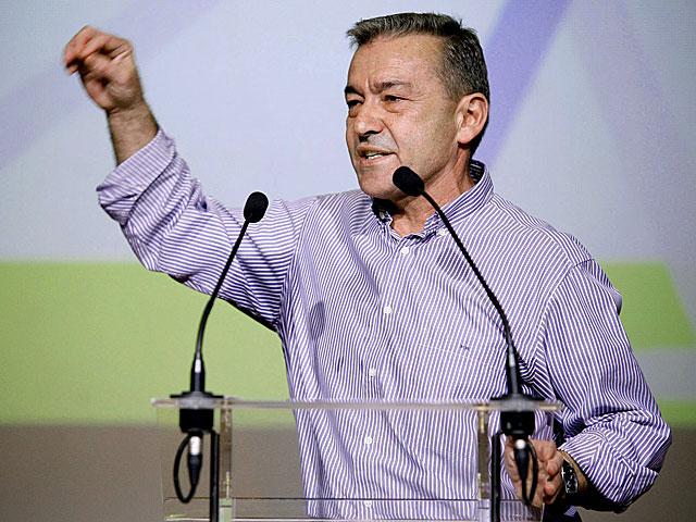 Paulino Rivero interviene en la Convención. | Ramón de la Rocha / Efe