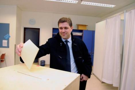 El líder del Partido de la Indendencia, Benediktsson, favorito para ser primer ministro. | Reuters