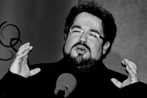 El escritor madrileño, durante un recital. | L. Muñoz Hermida