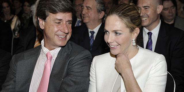 Genoveva Casanova y Cayetano Martínez de Irujo, durante los premios. | Gtres