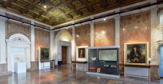 Sala central de la exposición sobre científicos españoles en la Royal Society.   EM