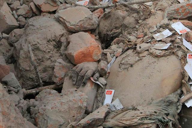 Derrumbe de un edificio en Savar, en Dacca. | Reuters