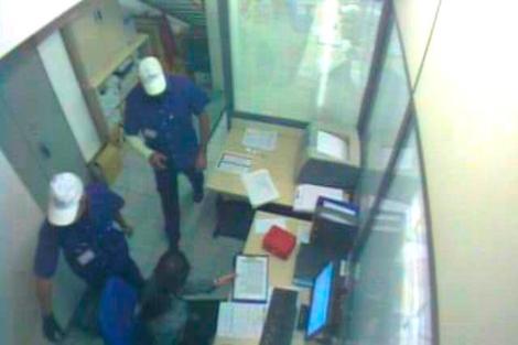 Imagen dada por la Policía Nacional captada de cámaras de seguridad de un local atracado.   E.M