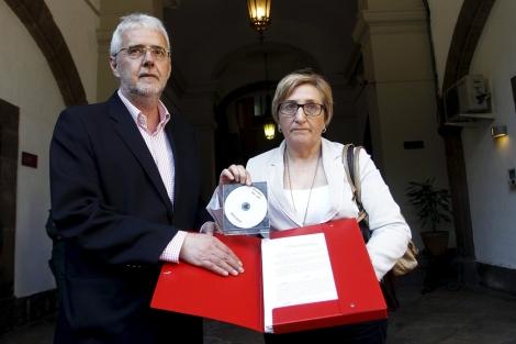 Francesc Signes y Ana Barceló, en la sede del TSJ de Valencia. | José Cuéllar