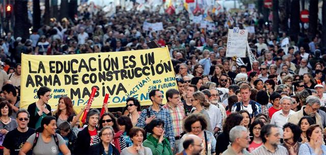 Manifestación en Valencia contra la 'Ley Wert'. | Efe