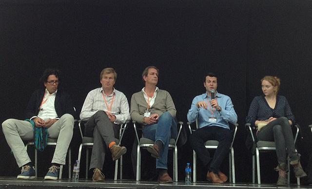 La modelo Lily Cole y otros participantes de la conferencia 'El Futuro Compartido'.| C.F.