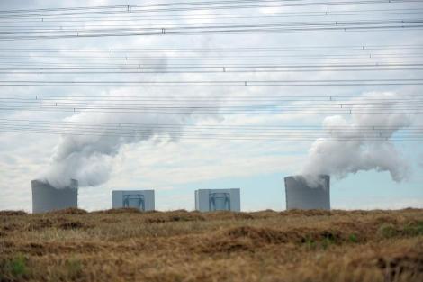 Torres de refrigeración que emiten vapor de agua a la atmósfera.| Efe