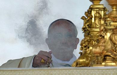 El Papa Francisco durante la ceremonia en el Vaticano