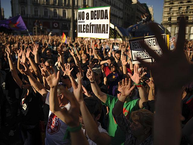 Indignados el pasado domingo en Sol, Madrid.   Pedro Armestre / Afp