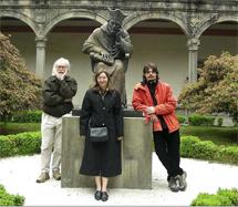 Diego Martínez con Jonathan R. Ellis y Raluca Anca Muresan. | DMS