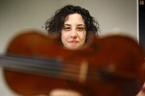 La violinista Elina Rubio, durante la entrevista. | Manuel Lorenzo