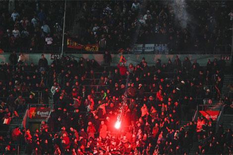 Aficionados durante la semifinal de la Copa del Rey Barcelona-Real Madrid.| Jordi Soteras