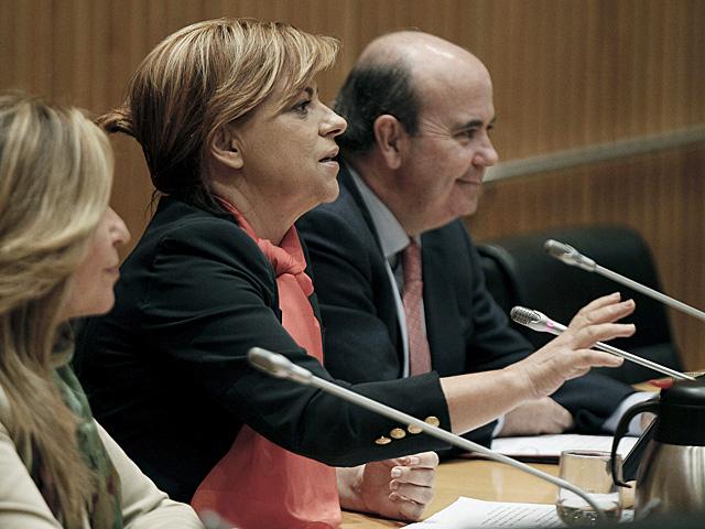 Elena Valenciano hoy en la clausura de una jornada de su grupo parlamentario sobre la reforma local. | Paco Campos / Efe