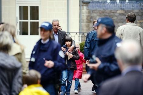 La policía vigila la escuela parisina donde se suicidó un hombre. | Afp
