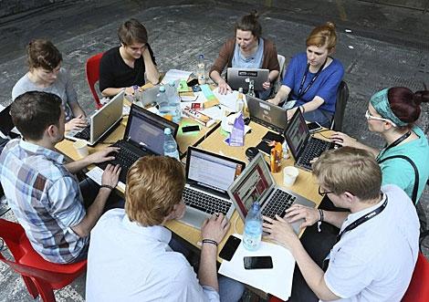 Imagen de jóvenes trabajando en Re:publica, en Berlín.