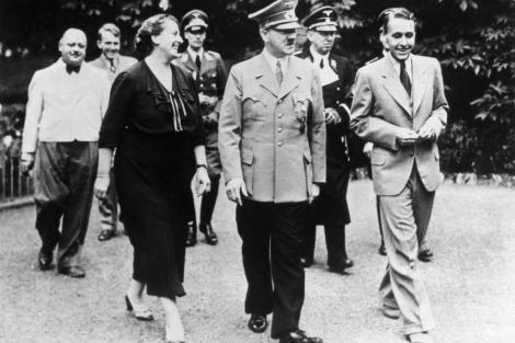 Hitler, con la nuera de Richard Wagner, en el festival de Bayreuth de 1938.