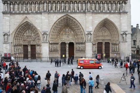La policía francesa evacua Notre-Dame después del suicidio de un hombre. | Afp